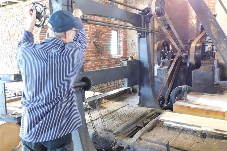 Mühlenteam nimmt Sägebetrieb auf