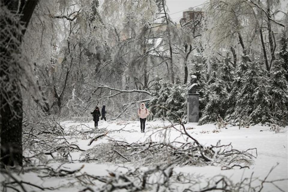 Eissturm in Russland - Hunderte noch ohne Strom
