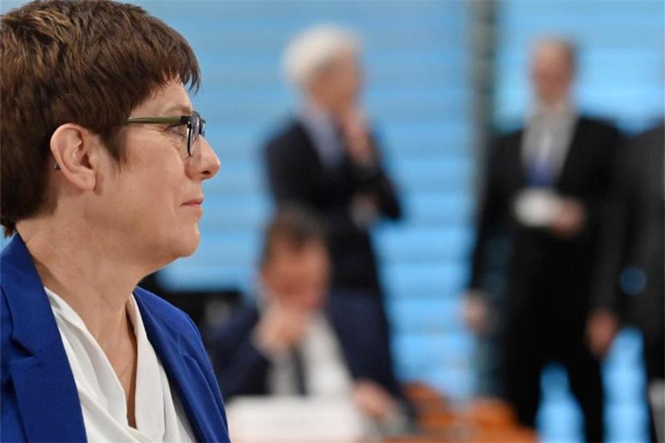 CDU-Chefin will mit Vorsitz-Kandidaten Fahrplan besprechen