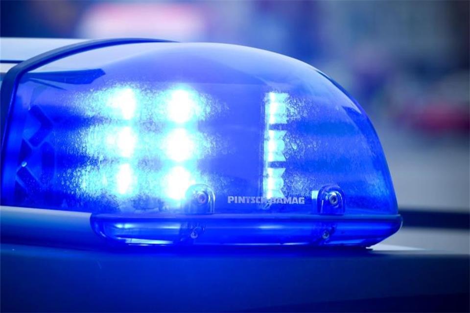 Autofahrer prallt gegen Baum: Tödlich verletzt